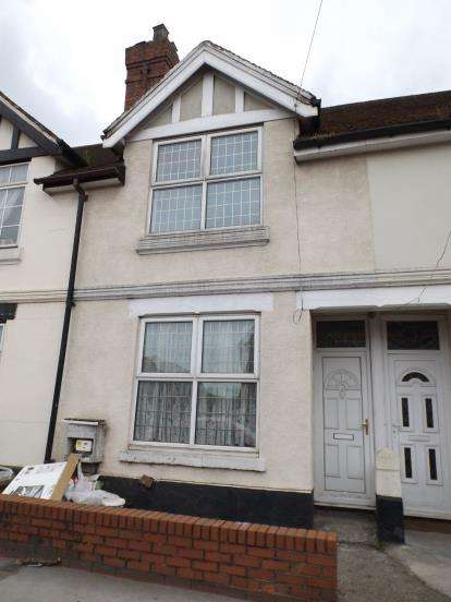 3 Bedrooms Terraced House for sale in St. Annes Road, Willenhall, West Midlands