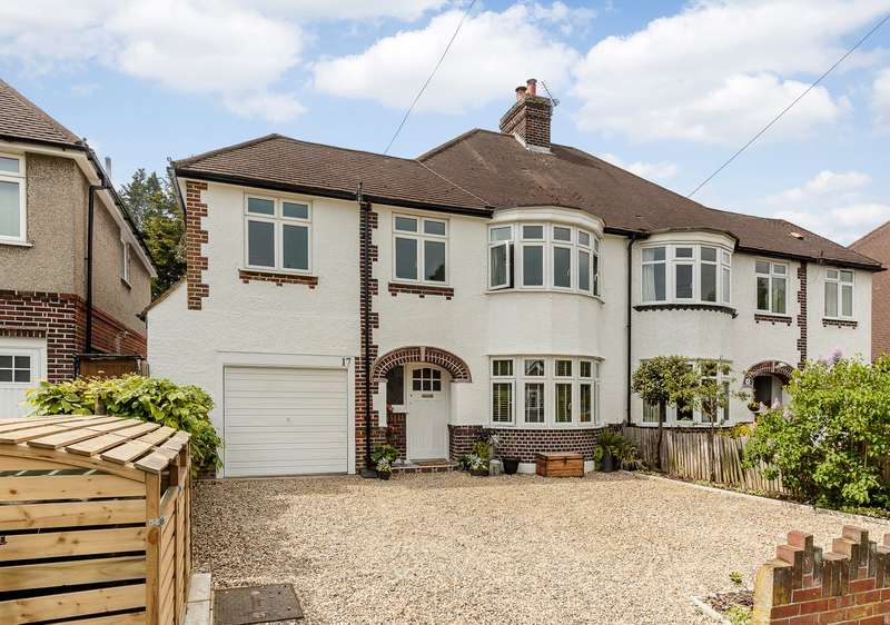 3 Bedrooms Semi Detached House for sale in Hinchley Wood