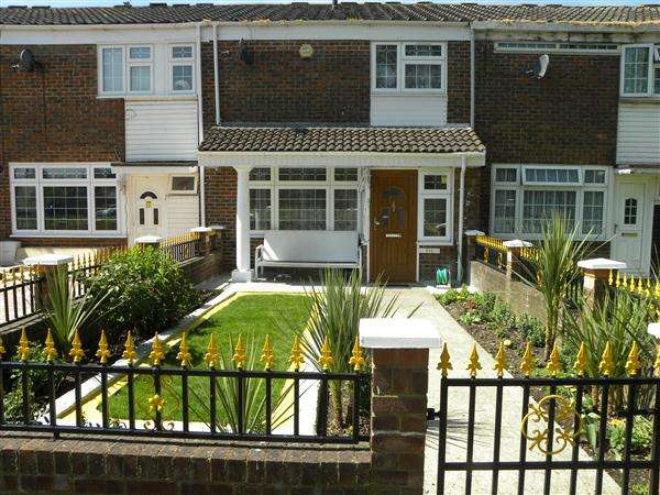 3 Bedrooms Terraced House for sale in Spackmans Way, Slough