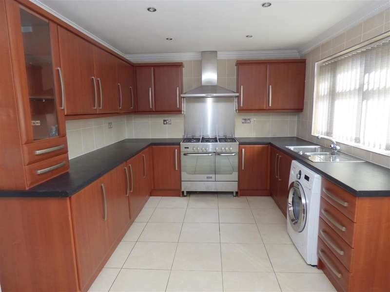 3 Bedrooms Detached House for sale in Silverdale Close, Huyton, Liverpool