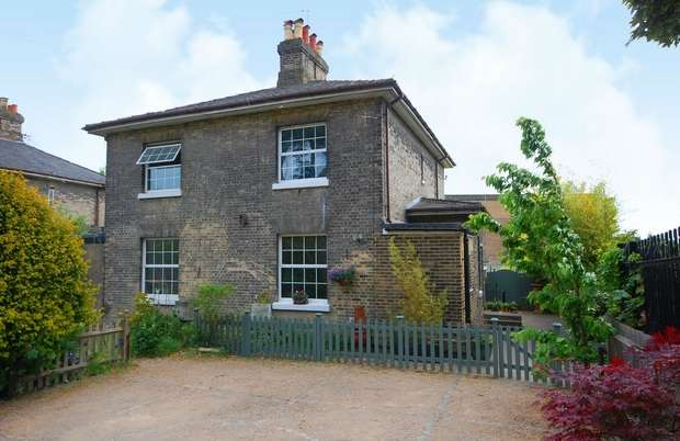 3 Bedrooms Semi Detached House for sale in Water Works Cottages, Upper Sunbury Road, Hampton