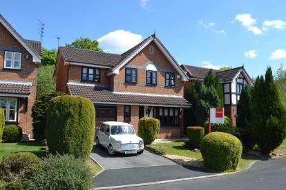 4 Bedrooms Detached House for sale in Darnton Gardens, Ashton-Under-Lyne, Greater Manchester, Ashton