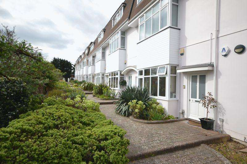 2 Bedrooms Maisonette Flat for sale in Feversham Avenue, Queens Park, Bournemouth