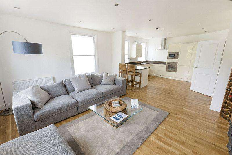 3 Bedrooms Apartment Flat for sale in Dover Road, Sandwich