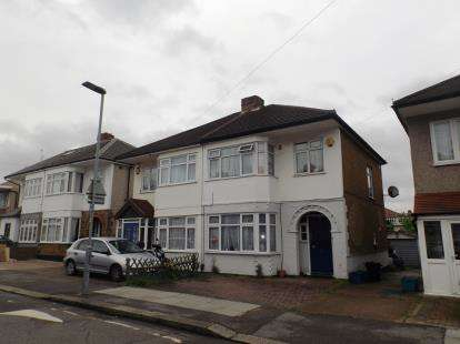 3 Bedrooms Semi Detached House for sale in Chadwell Heath, London