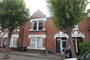 2 Bedrooms Maisonette Flat for sale in Kelling Gardens, Croydon