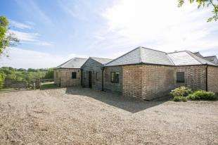 4 Bedrooms Detached House for sale in Northiam Road, Staplecross, Robertsbridge, East Sussex