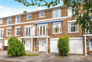 4 Bedrooms Terraced House for sale in Heathfield Close, Midhurst, West Sussex, .
