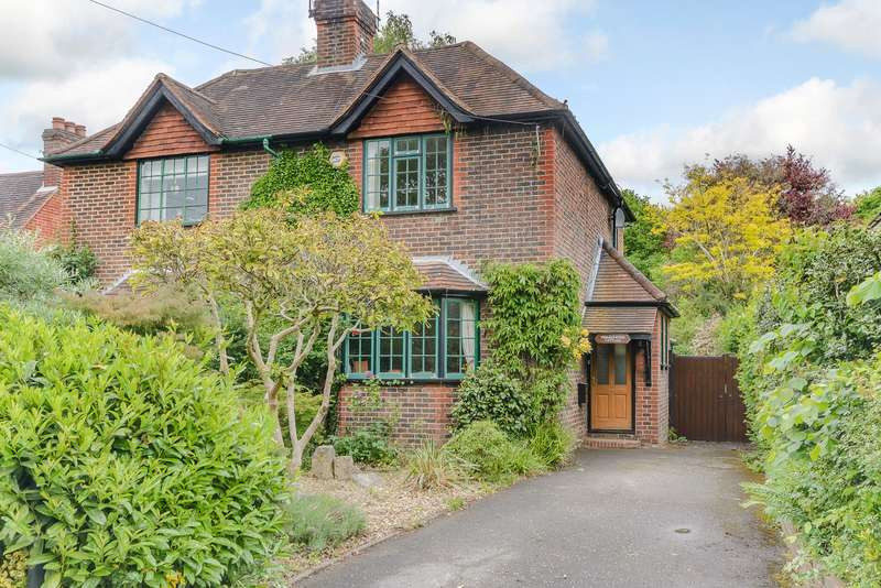 2 Bedrooms Semi Detached House for sale in Woking