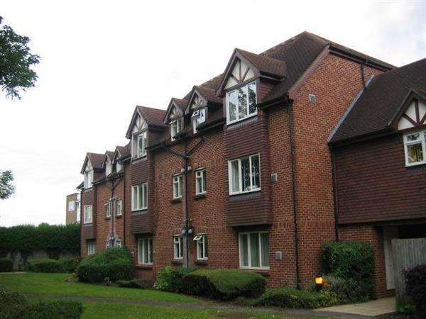 Studio Flat for sale in Thackeray Lodge, Hatton Road, Bedfont