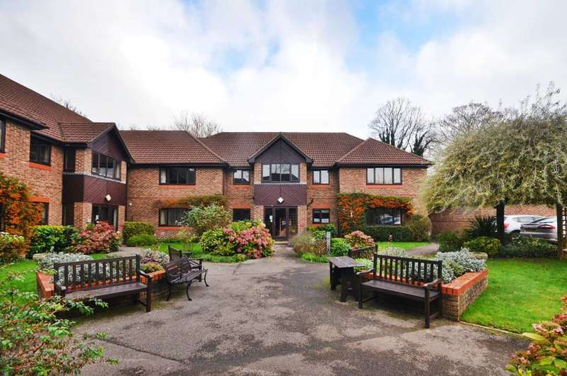 2 Bedrooms Flat for sale in Edgeborough Court, Guildford, GU1