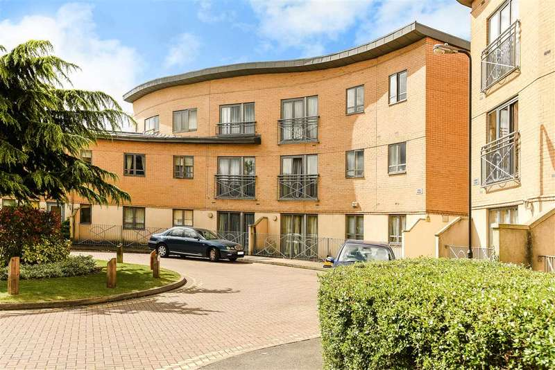2 Bedrooms Apartment Flat for sale in Ryan House, Sovereign Place, Harrow