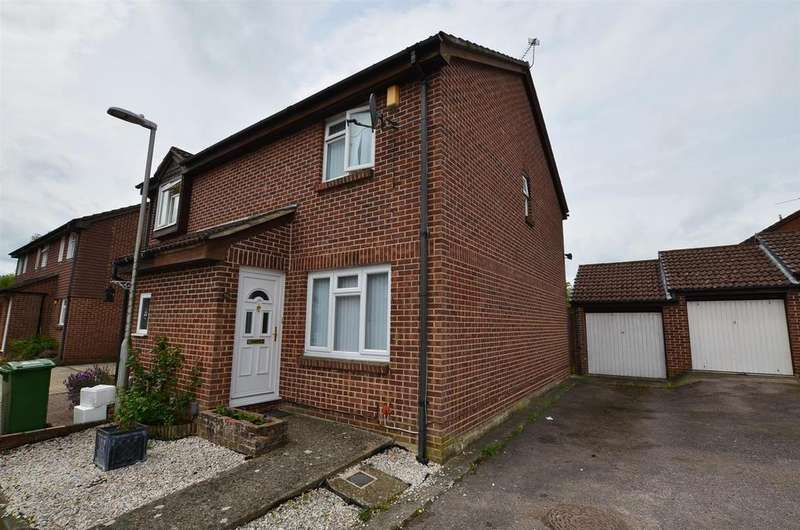 3 Bedrooms Semi Detached House for sale in Pemberton Gardens, Calcot, Reading