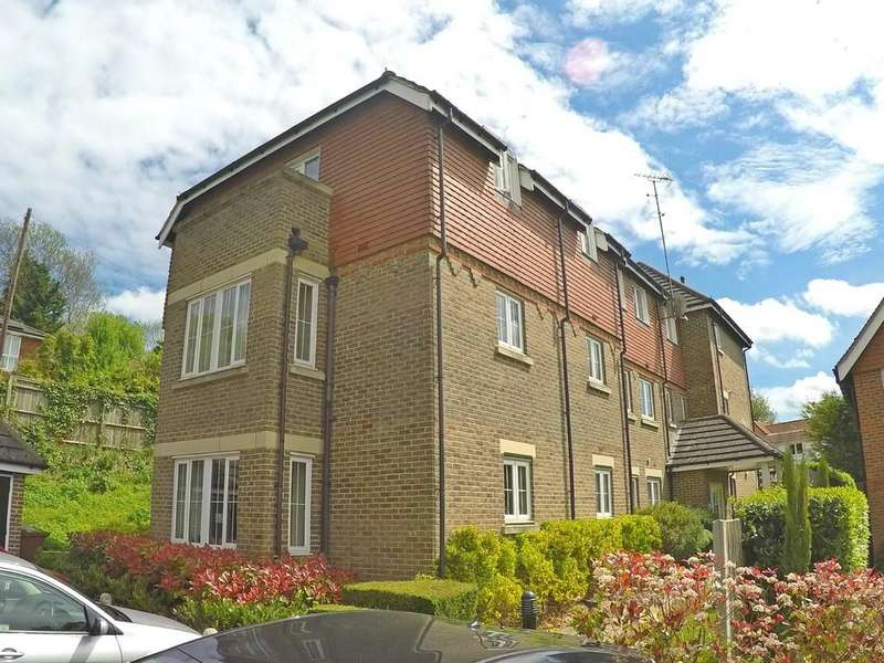2 Bedrooms Apartment Flat for sale in White Knobs Way, Caterham