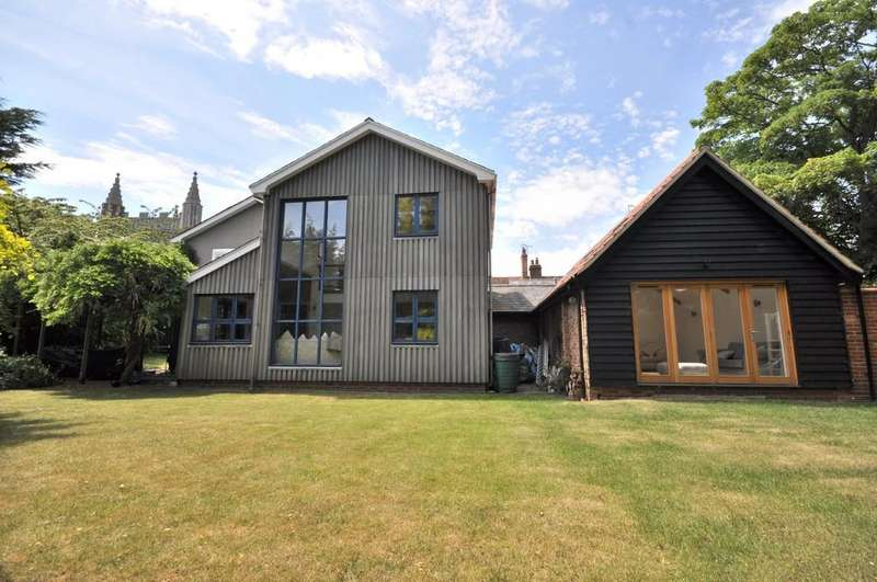 5 Bedrooms Detached House for sale in Colchester