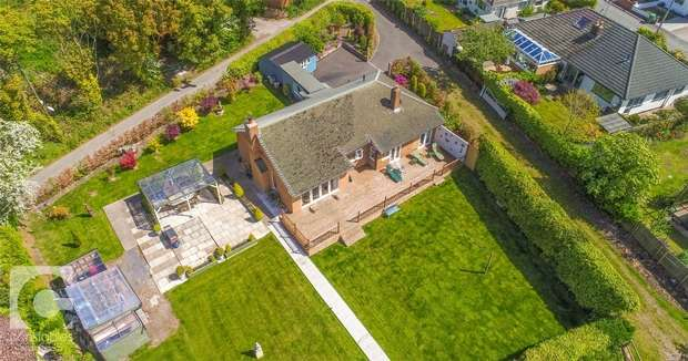 3 Bedrooms Detached Bungalow for sale in Broad Lane, Heswall, Wirral, Merseyside