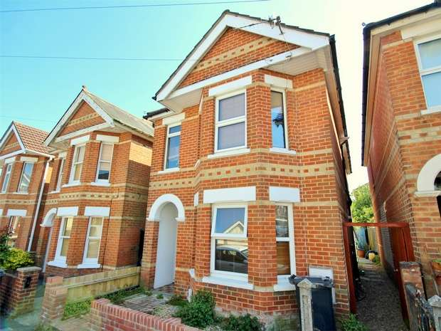 2 Bedrooms Flat for sale in Lyell Road, Parkstone, POOLE, Dorset