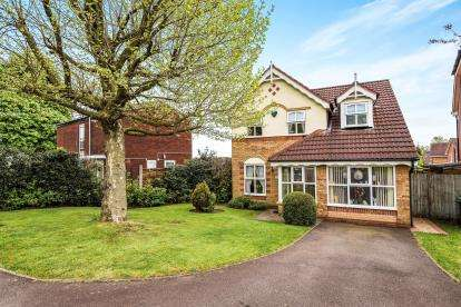 3 Bedrooms Detached House for sale in Dartmouth Avenue, Walsall, West Midlands