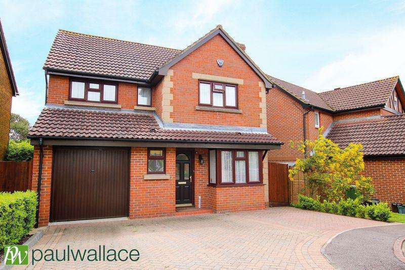 4 Bedrooms Detached House for sale in Whitebeam Close, West Cheshunt