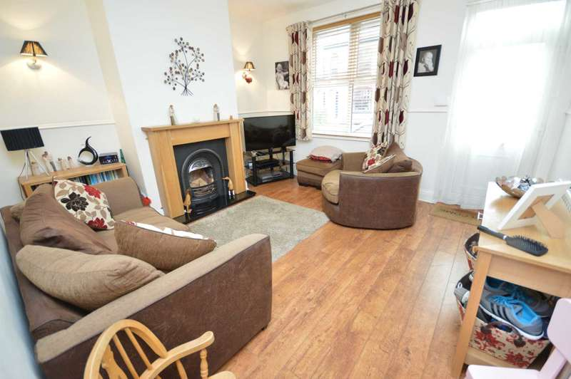 3 Bedrooms Semi Detached House for sale in Moorland Road, Woodsmoor