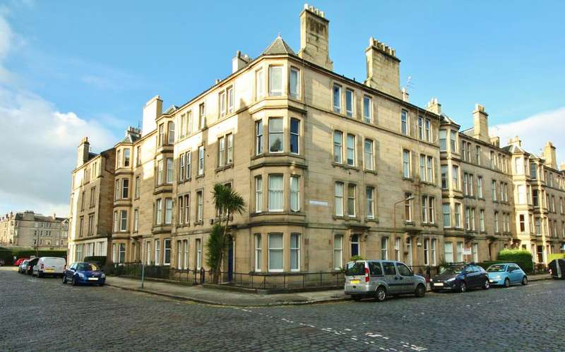 2 Bedrooms Flat for sale in 22 Comely Bank Place, Comely Bank, Edinburgh, EH4