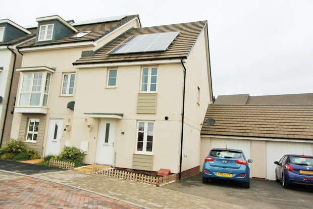 3 Bedrooms Semi Detached House for sale in Sand Grove, Exeter, EX2