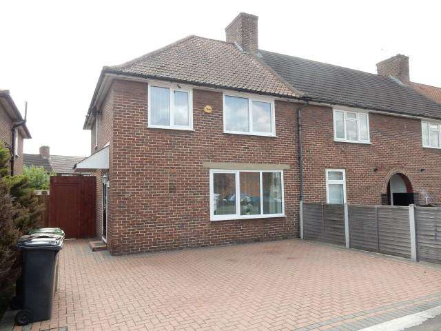 3 Bedrooms End Of Terrace House for sale in Halbutt Street, Dagenham RM9