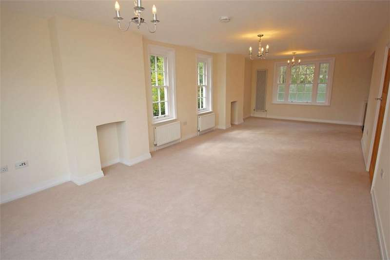 3 Bedrooms Flat for sale in Gunnells, Stevenage, Hertfordshire