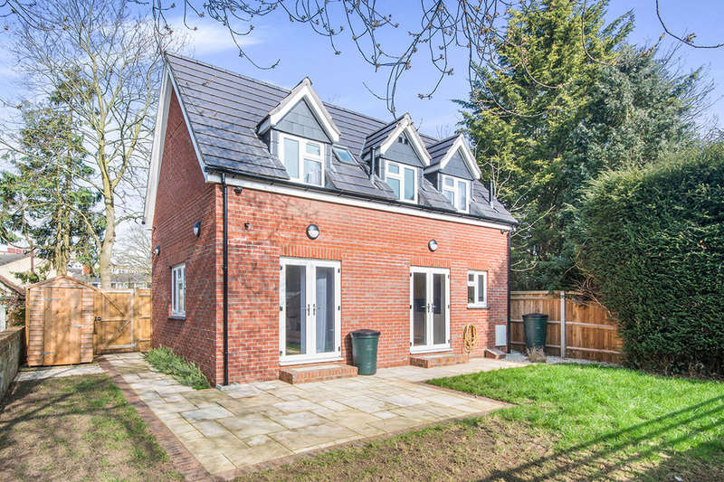 3 Bedrooms Detached House for sale in Howards Grove, Southampton, SO15