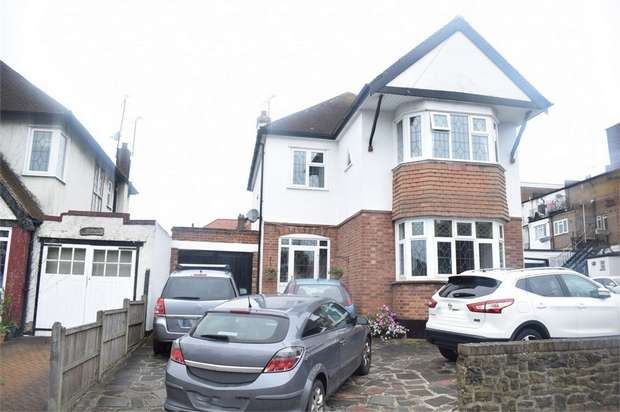 4 Bedrooms Detached House for sale in Thames Drive, Leigh-on-Sea, Essex