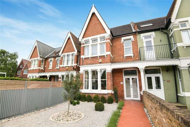 4 Bedrooms Semi Detached House for sale in St Margarets Road, St Margarets