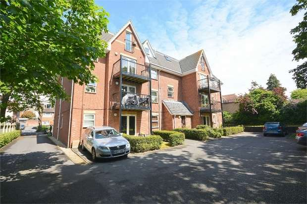 2 Bedrooms Flat for sale in Florence Road, Bournemouth, Dorset