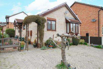 2 Bedrooms Bungalow for sale in Broomwood Gardens, Beighton, Sheffield, South Yorkshire