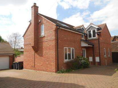 4 Bedrooms Detached House for sale in Chapel Close, Goldington, Bedford