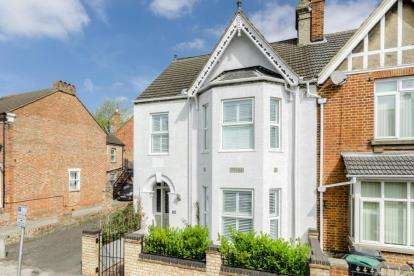 6 Bedrooms Semi Detached House for sale in Castle Road, Bedford, Bedfordshire