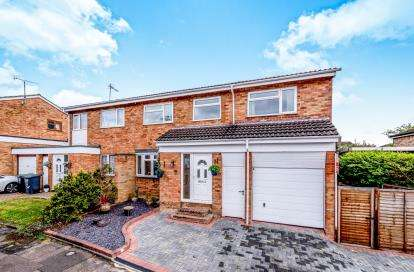 4 Bedrooms Semi Detached House for sale in Russell Drive, Ampthill, Bedford, Bedfordshire