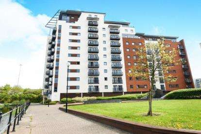2 Bedrooms Flat for sale in Waterquarter, Galleon Way, Cardiff Bay