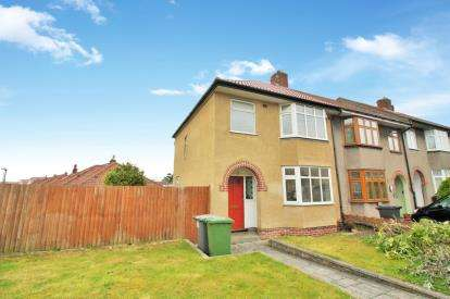 3 Bedrooms Semi Detached House for sale in Buckingham Place, Downend, Bristol