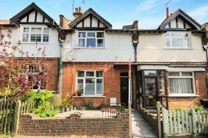 3 Bedrooms Terraced House for sale in Holtwhites Hill, Enfield
