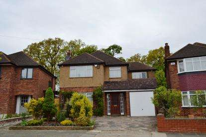 4 Bedrooms Detached House for sale in Anglesmede Crescent, Pinner
