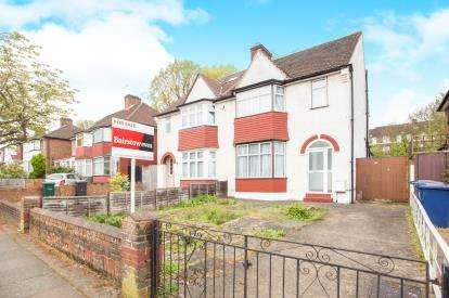 3 Bedrooms Semi Detached House for sale in Colin Park Road, London