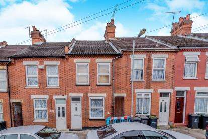 2 Bedrooms Terraced House for sale in Warwick Road West, Luton, Bedfordshire