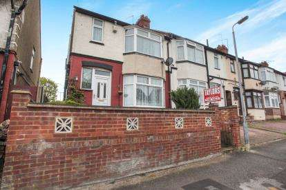 3 Bedrooms End Of Terrace House for sale in Chester Avenue, Luton, Bedfordshire, Challney