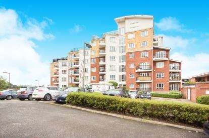 1 Bedroom Flat for sale in Omega Court, The Gateway, Watford, Hertfordshire