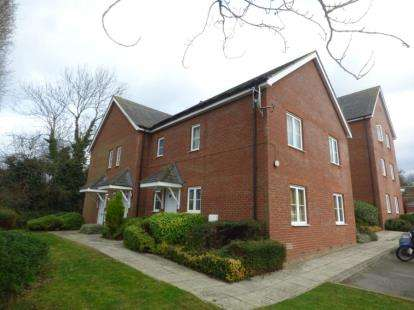 2 Bedrooms Maisonette Flat for sale in Hughes Croft, Bletchley, Milton Keynes