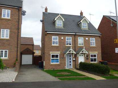 3 Bedrooms Semi Detached House for sale in Kestrel Way, Leighton Buzzard, Bedford, Bedfordshire