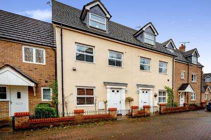 4 Bedrooms Terraced House for sale in Harewelle Way, Harrold, Bedford, Bedfordshire