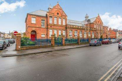 2 Bedrooms Flat for sale in The Old School, Euclid Street, Swindon, Wiltshire