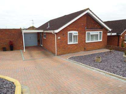 2 Bedrooms Bungalow for sale in Beverley, Toothill, Swindon, Wiltshire