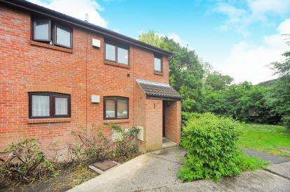 1 Bedroom Maisonette Flat for sale in Oakwood Road, Eastleaze, Swindon, Wiltshire